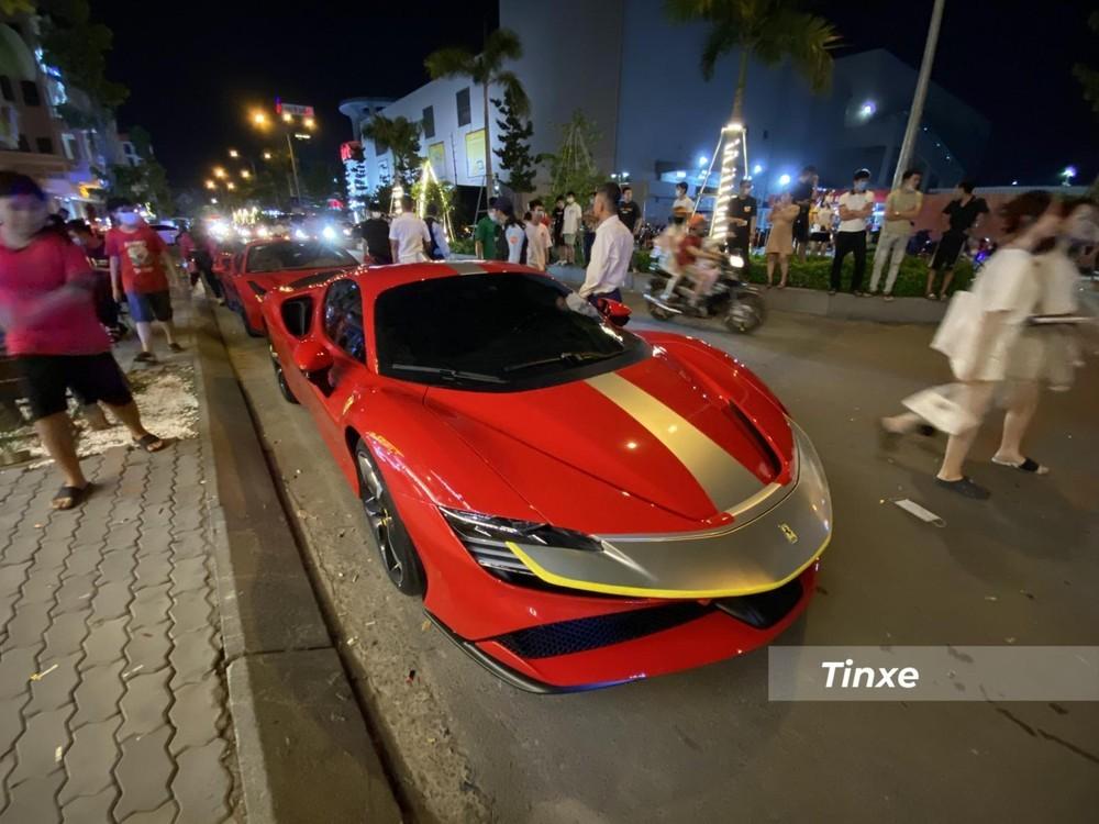 Chiếc siêu xe Ferrari SF90 Stradale trong sự kiện siêu xe ở quận Gò Vấp vào tối ngày 21 tháng 4