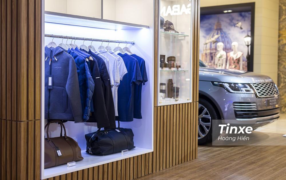 Góc phụ kiện dành cho những khách hàng quan tâm đến phong cách sống kiểu Anh của Jaguar Land Rover.