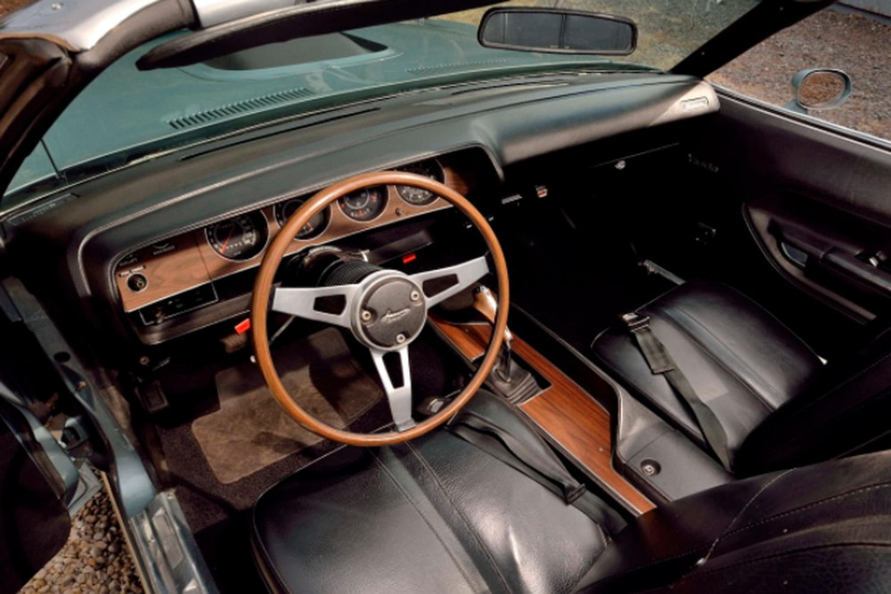 Nội thất của Plymouth Hemi Cuda Convertible 1971