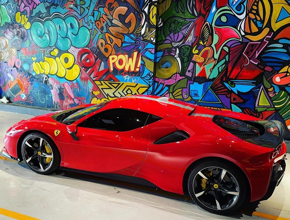 Đây là 1 trong 2 chiếc siêu xe Ferrari SF90 Stradale có mặt tại Việt Nam hiện tại