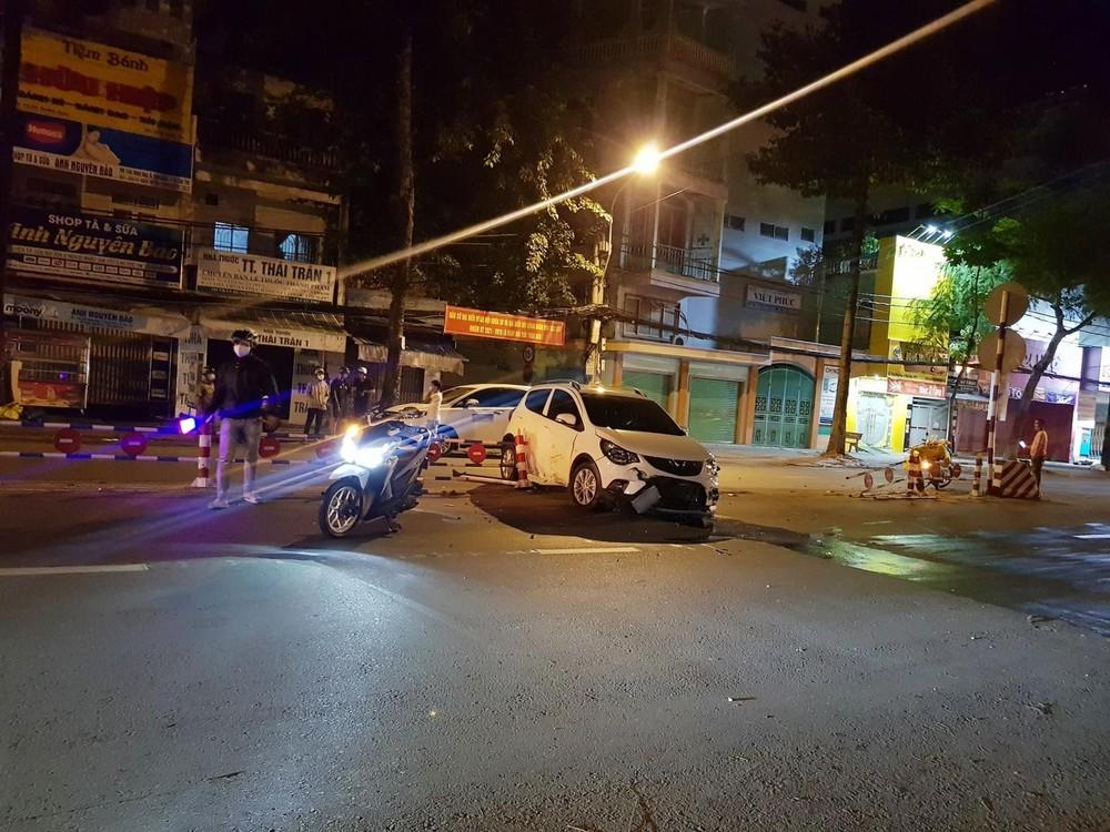 Hiện trường xe VinFast Fadil gặp nạn vào tối qua ở Cần Thơ