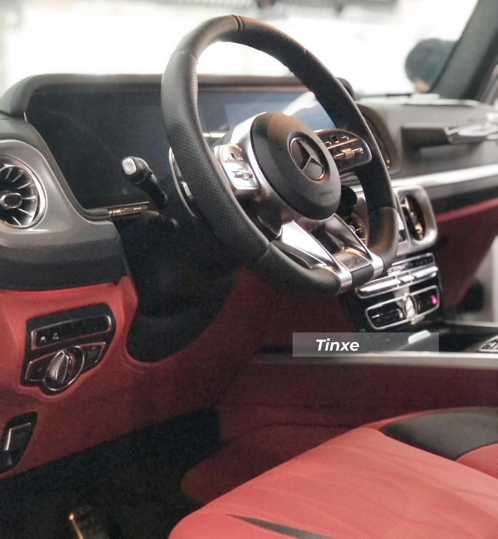 Khoang lái xe Mercedes-AMG G63 của Sơn Tùng M-TP