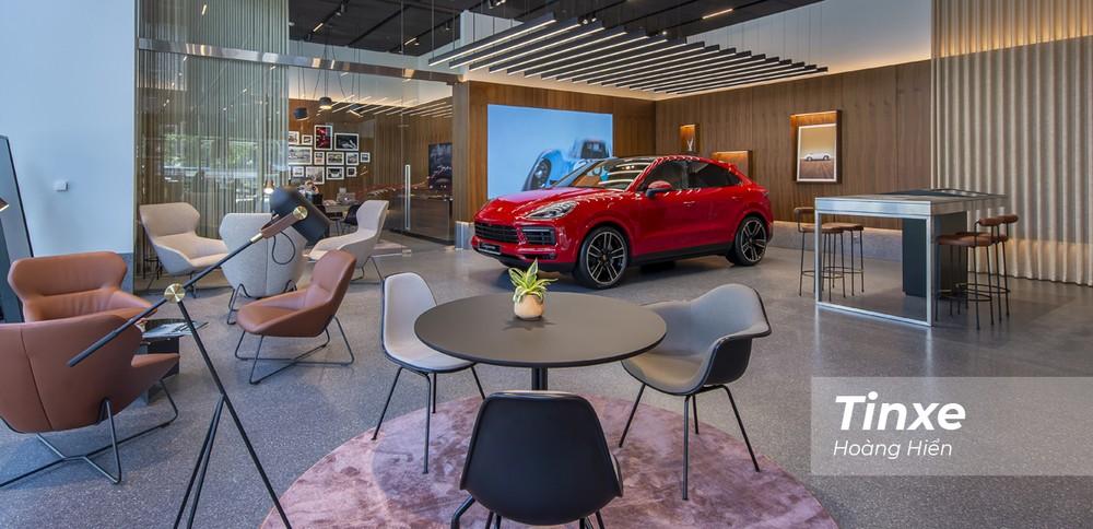 Studio của các hãng xe sang sẽ là địa điểm để khách hàng có thể thoải mái trải nghiệm từ những chiếc xe đời mới nhất cho đến những phụ kiện mang đậm phong cách sống của thương hiệu.
