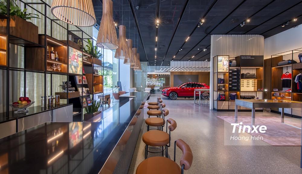 Porsche Việt Nam là một trong những hãng xe sang tiên phong trong việc mở các Không gia trưng bày kiểu Studio tại Việt Nam.
