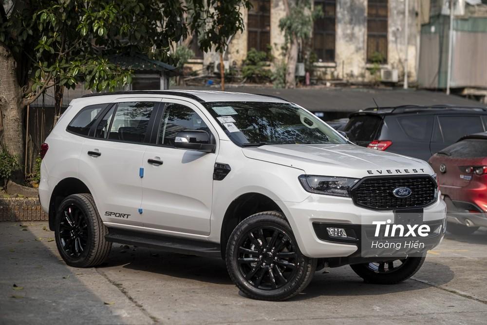 Ford Everest hiện đang được đại lý giảm giá tới 75 triệu đồng.