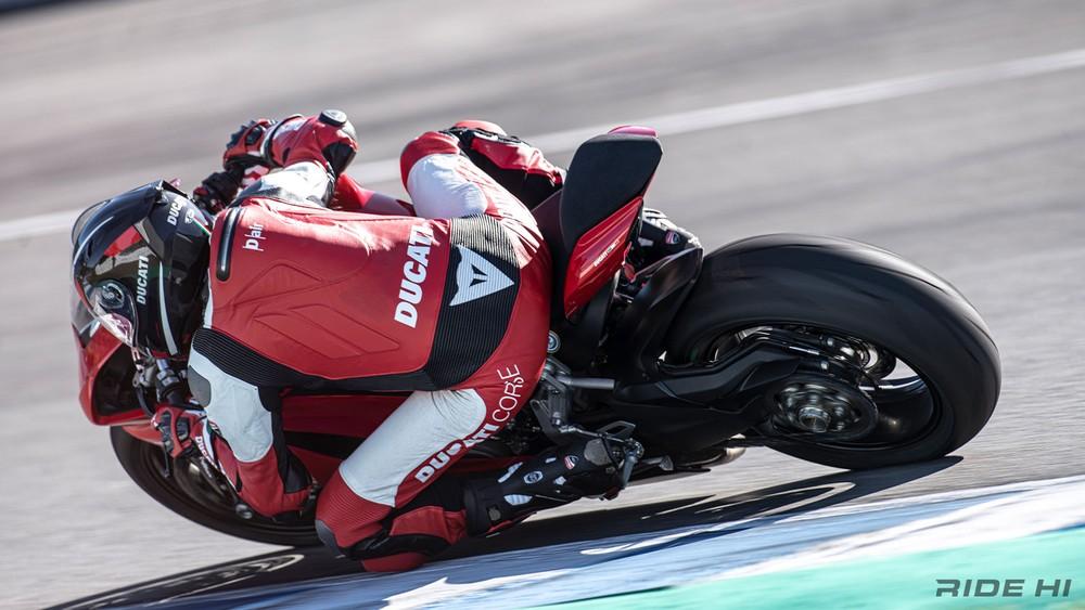 Yên sau của Sport bike chỉ mang tính chất sử dụng khi khẩn cấp