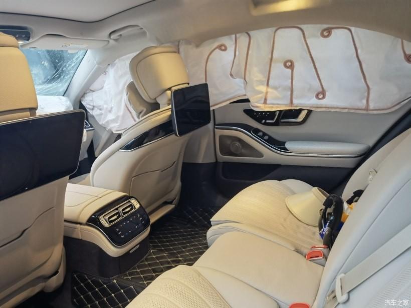 Túi khí rèm hai bên của chiếc Mercedes-Benz S-Class 2021