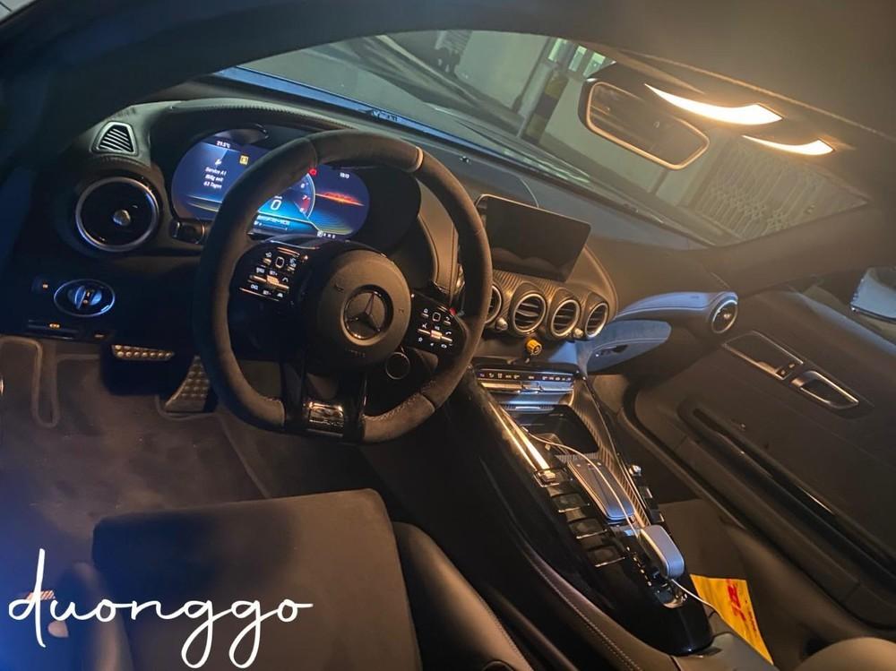 Khoang lái siêu xe Mercedes-AMG GT R Pro độc nhất vô nhị tại Việt Nam
