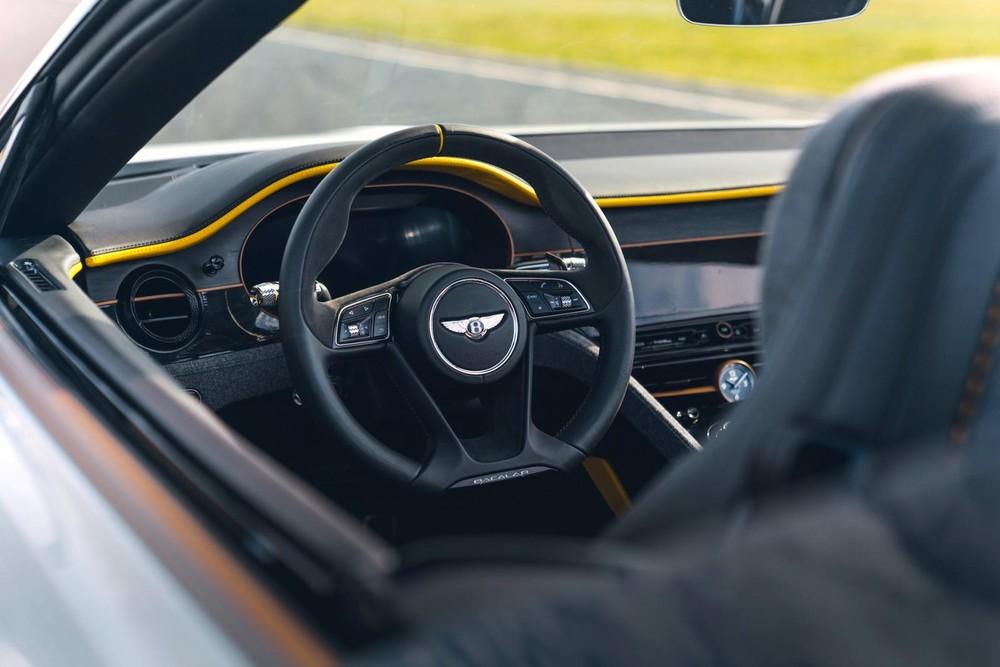 Vô lăng đáy phẳng của Bentley Bacalar Roadster Special