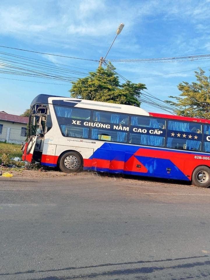 Chiếc ô tô khách tại hiện trường vụ tai nạn