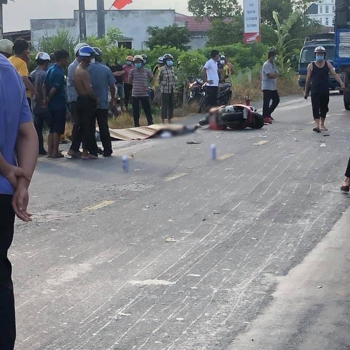 Hiện trường vụ tai nạn của xe tải và xe máy khiến 2 người tử vong