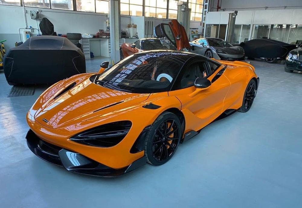 Xe có màu sơn cam nổi bật