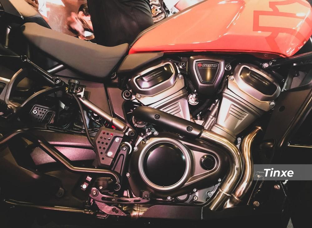 Động cơ Revolution Max