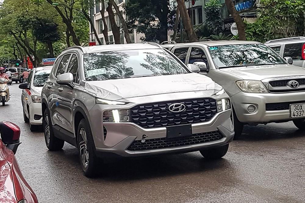 Hyundai Santa Fe 2021 tiếp tục bị bắt gặp di chuyển trên phố.