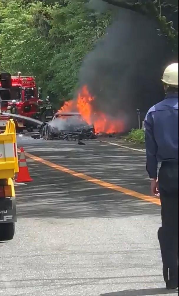 Hình ảnh tại hiện trường cho thấy chiếc Ferrari F40 đã cháy trơ khung