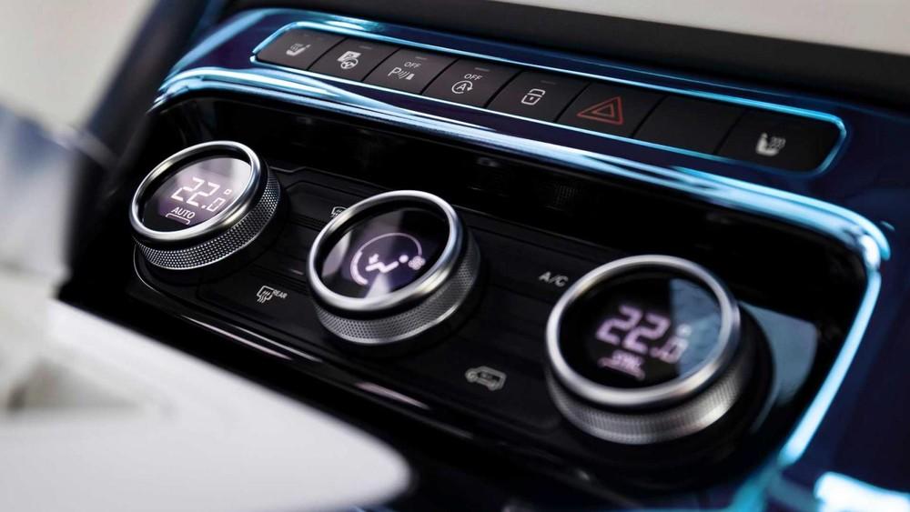 3 núm chỉnh điều hòa của Mercedes-Benz EQT