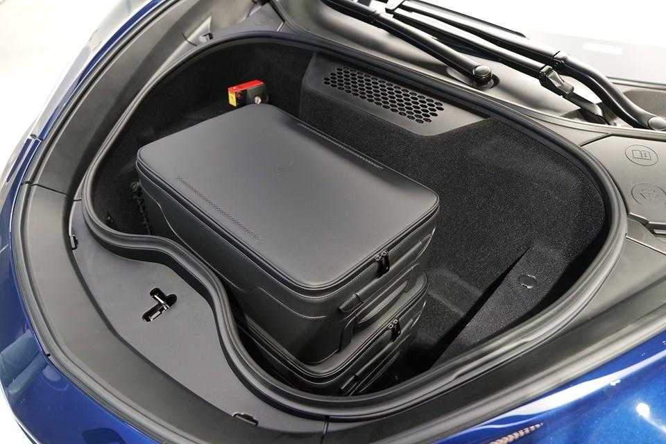 Khoang chứa đồ phía trước đầu xe McLaren GT