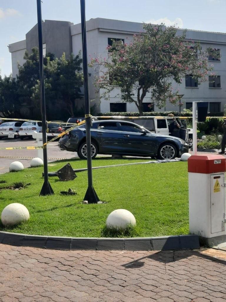Chiếc Audi A5 Sportback bị bọn cướp vứt lại bên lề đường