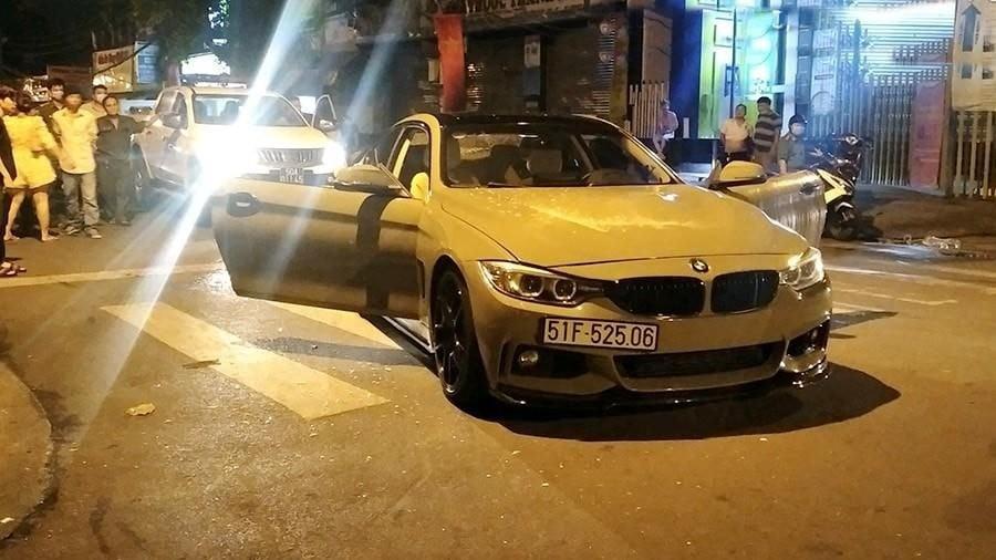 Chiếc xe BMW 428i này được độ body kit và ống xả, xe mang màu xám xi-mang nhưng không rõ là màu sơn nguyên bản hay dán đề-can. Trước đó xe mang 2 màu trắng-đen