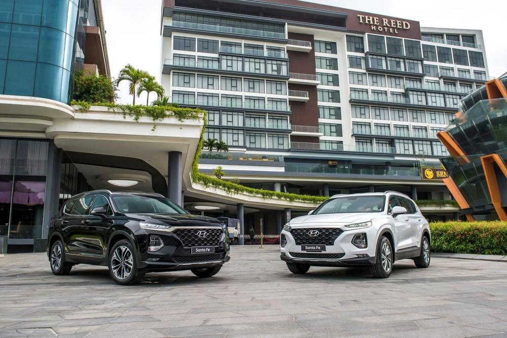 Tại thời điểm này, Hyundai Santa Fe đời cũ vẫn đang có ưu đãi lên tới 150 triệu đồng tại một số đại lý.