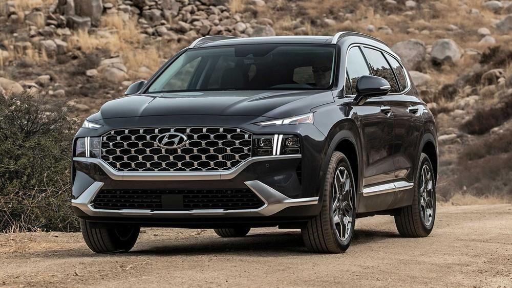 Hyundai Santa Fe 2021 là bản nâng cấp giữa vòng đời, được phát triển trên cơ sở gầm bệ mới.
