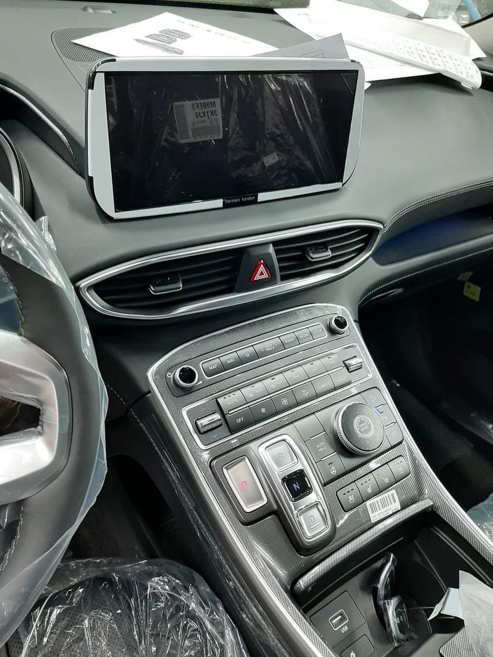Hình ảnh chụp nội thất được cho là của Hyundai Santa Fe 2021 sắp ra mắt Việt Nam.