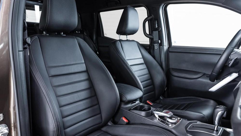 Ghế ngồi phía trước của Mercedes X-Class 6x6