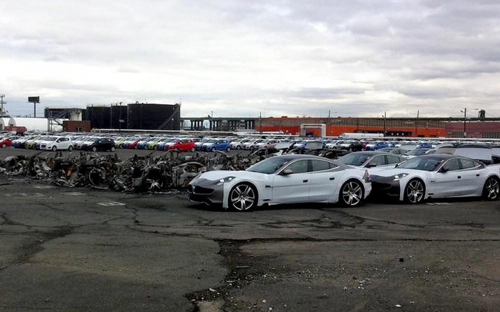 Những chiếc ô tô điện Fisker Karma bị hỏng vì bão Sandy vào năm 2014