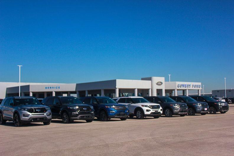 Đại lý ô tô Covert Ford Hutto - nơi các vụ giao dịch bán súng của Tondre và Ellard diễn ra