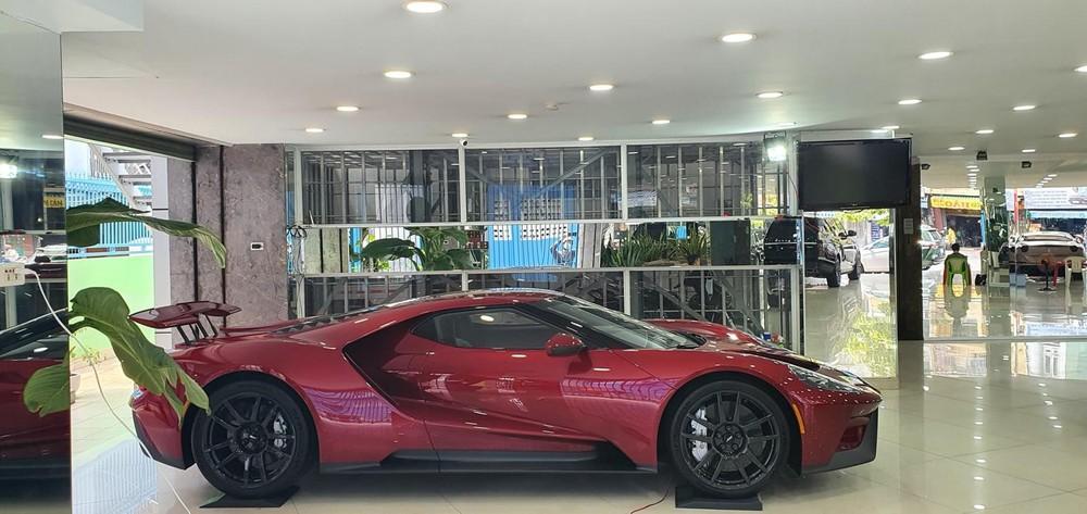 Chiếc siêu xe Ford GT thế hệ mới trong một công ty nhập khẩu tư nhân ở quận 5