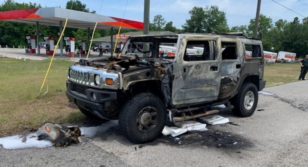 Chiếc xe Hummer cháy chỉ còn trơ khung