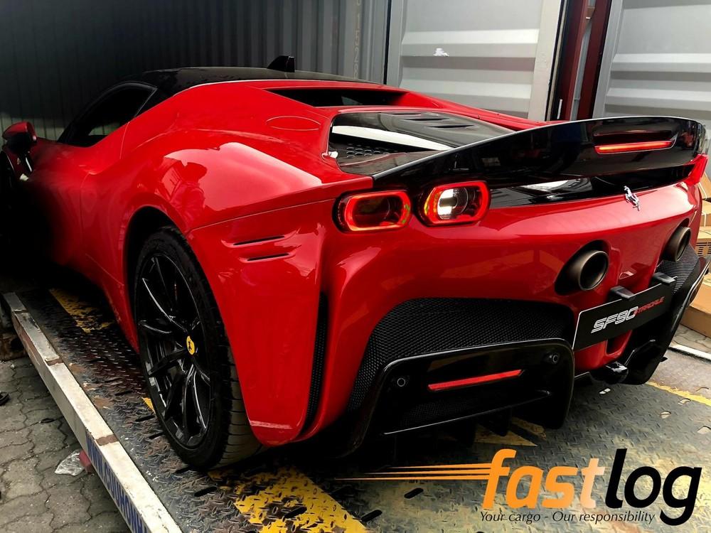Chiếc siêu xe Ferrari SF90 Stradale về nước có tuỳ chọn mâm carbon và cánh gió đuôi carbon