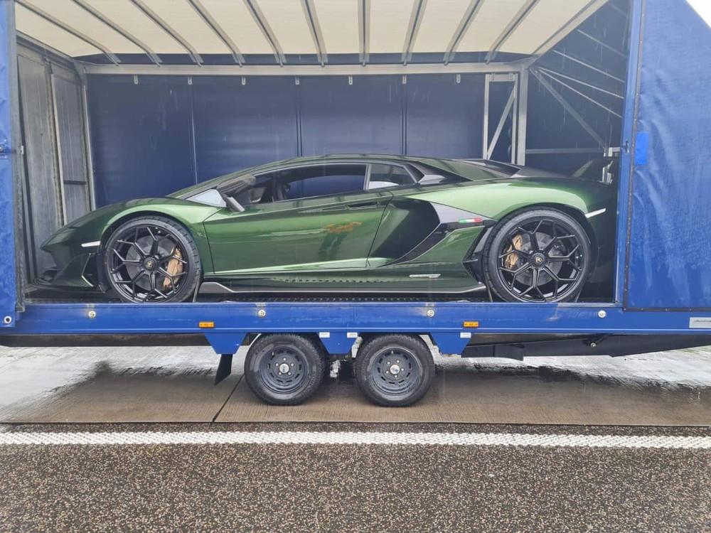 Lamborghini Aventador SVJ Coupe sắp về nước với màu sơn siêu độc xanh lục gây tò mò giới mê xe