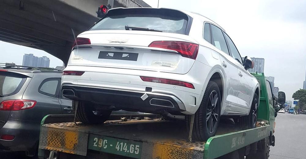 Audi Q5 2021 từng bị bắt gặp xuất hiện trên một xe chuyên chở tại Hà Nội vào hồi tháng 4 vừa qua.