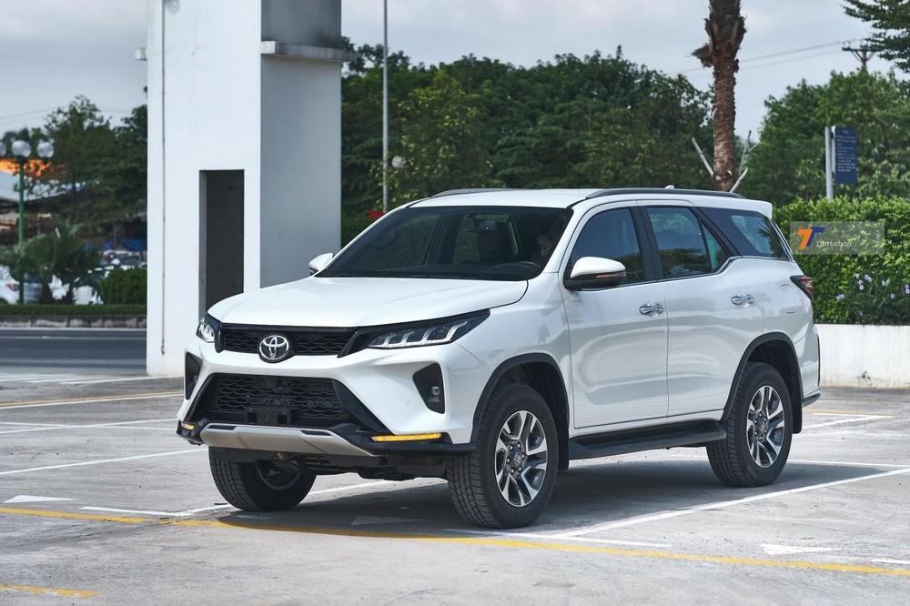 Giá bán cao khiến thị phần của Toyota Fortuner dần bị Ford Everest đánh chiếm.