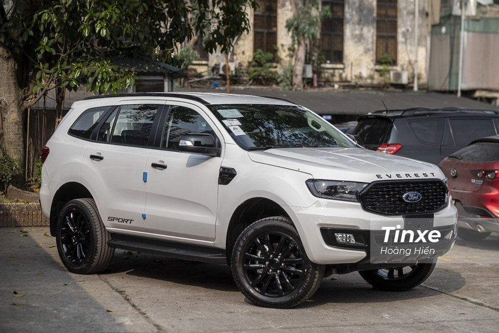 Ford Everest tiếp tục bỏ xa Toyota Fortuner trong tháng 4/2021.