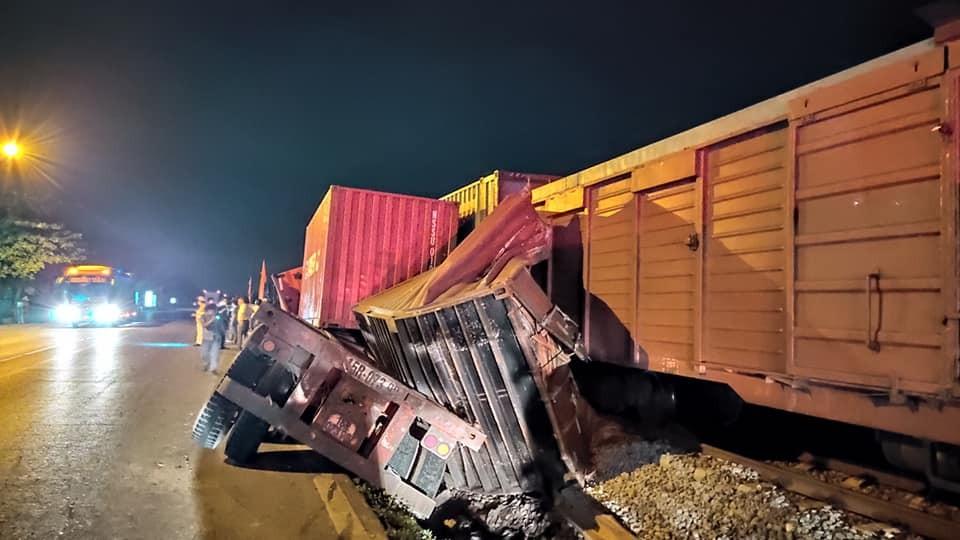 Chiếc xe container bị hư hỏng nặng