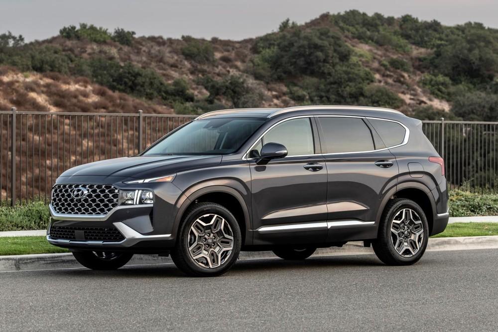 Hyundai Santa Fe 2021 dự kiến ra mắt Việt Nam ngay trong tháng 5 này và bắt đầu bàn giao xe cho khác hàng đặt cọc trước từ tháng 6.