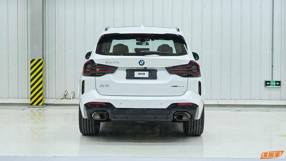 Thiết kế đằng sau của BMW X3 2022