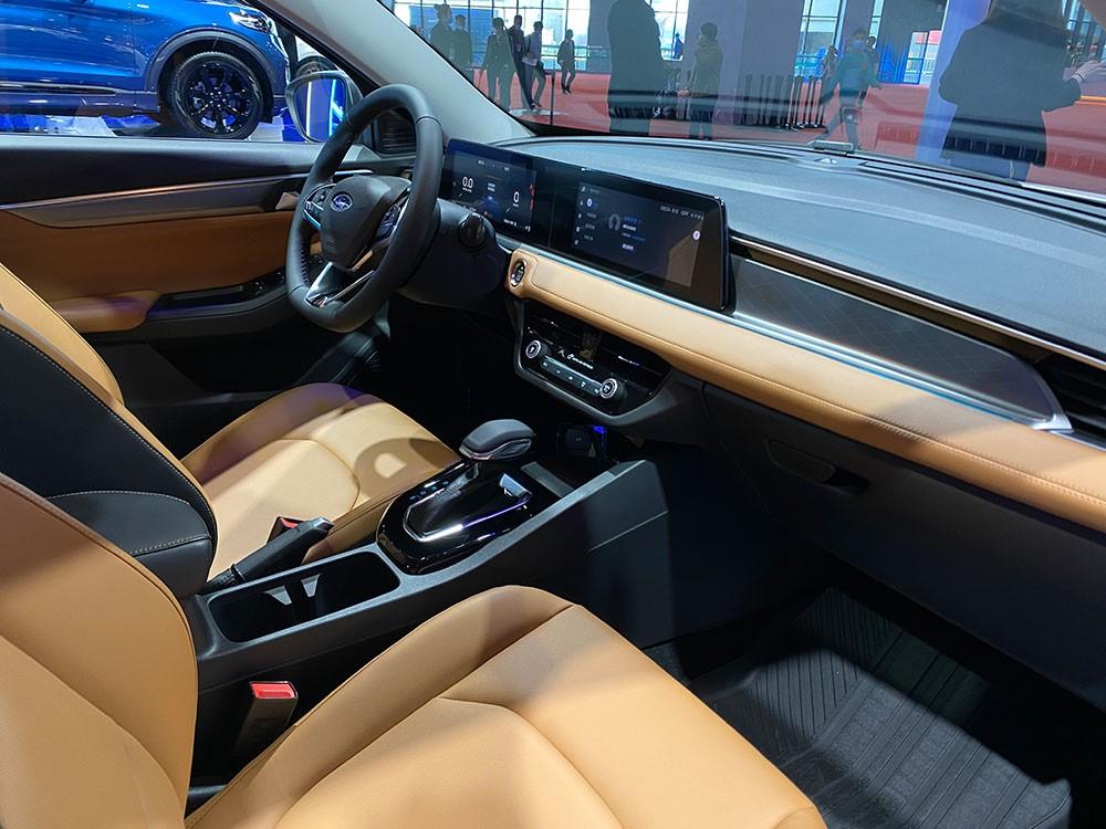 Nội thất bên trong Ford Escort 2021