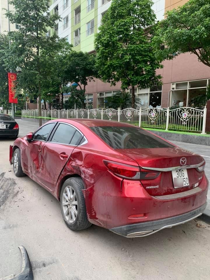 Chiếc Mazda6 bị hư hỏng sườn xe