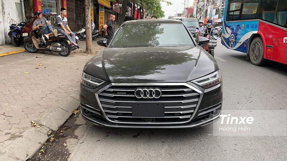 Chiếc xe Audi A8L 2021 bất ngờ xuất hiện tại Việt Nam.