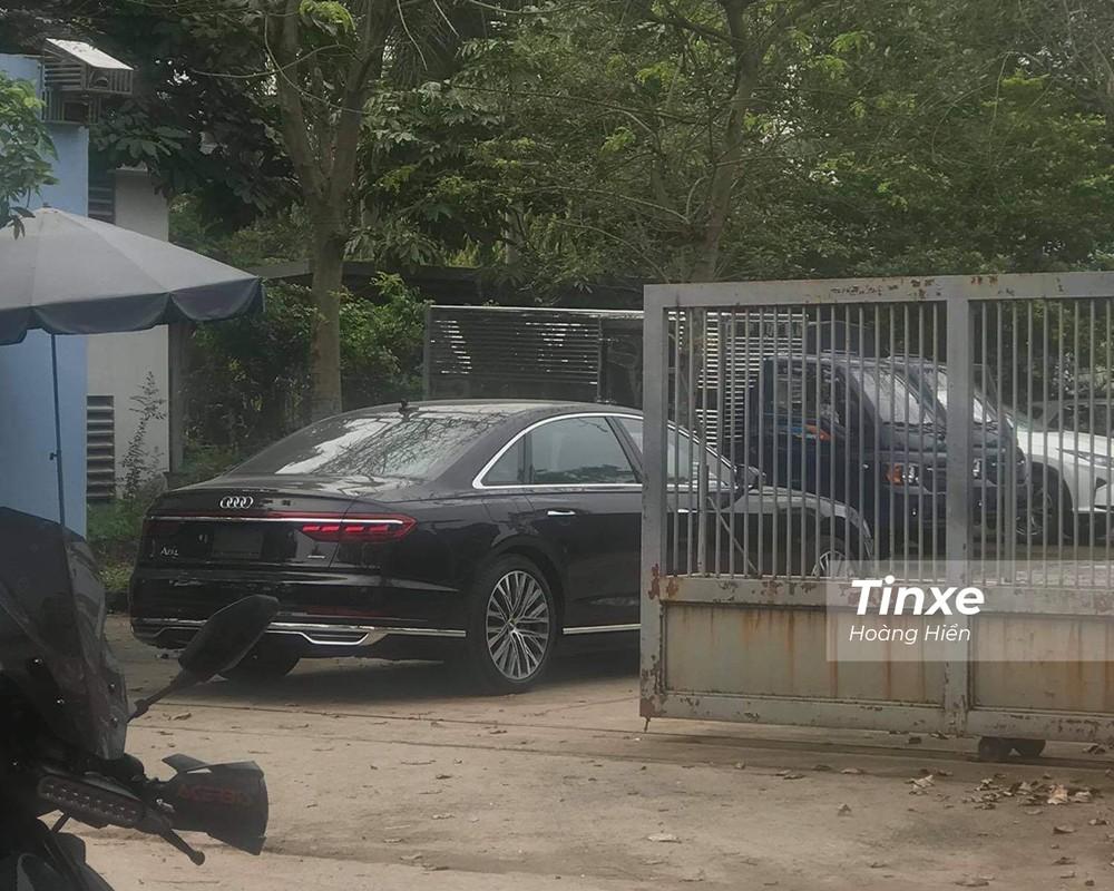 Mẫu xe Audi A8L 2021 xuất hiện tại một trung tâm đăng kiểm xe.