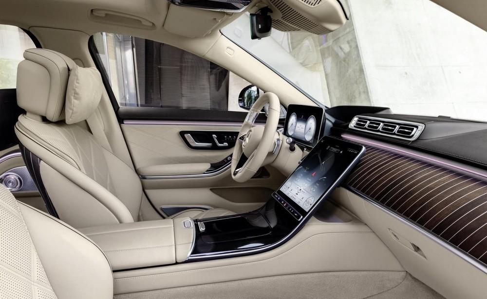 Khoang lái của Mercedes-Maybach S680 2022