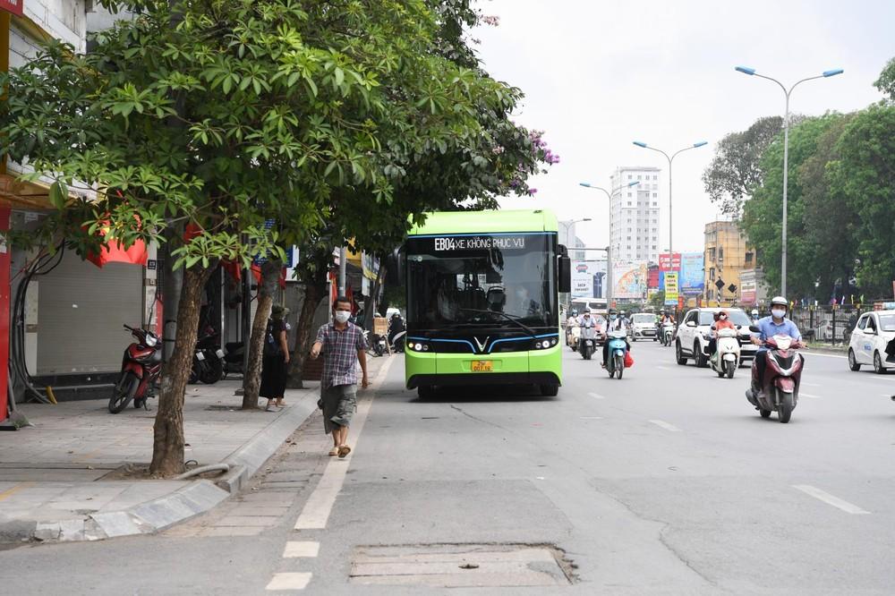 VinBus là mẫu xe buýt điện đầu tiên tại Việt Nam, dự kiến sẽ được khai thác sử dụng trong hệ thống giao thông công cộng tại các thành phố lớn trong thời gian tới.