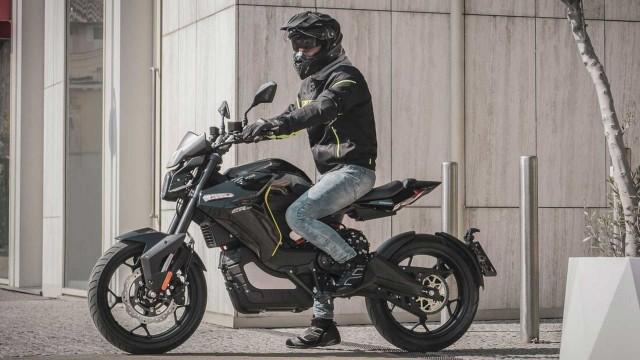 Xe máy điện trong kiểu dáng mô tô Voge ER-10 chính thức có giá bán