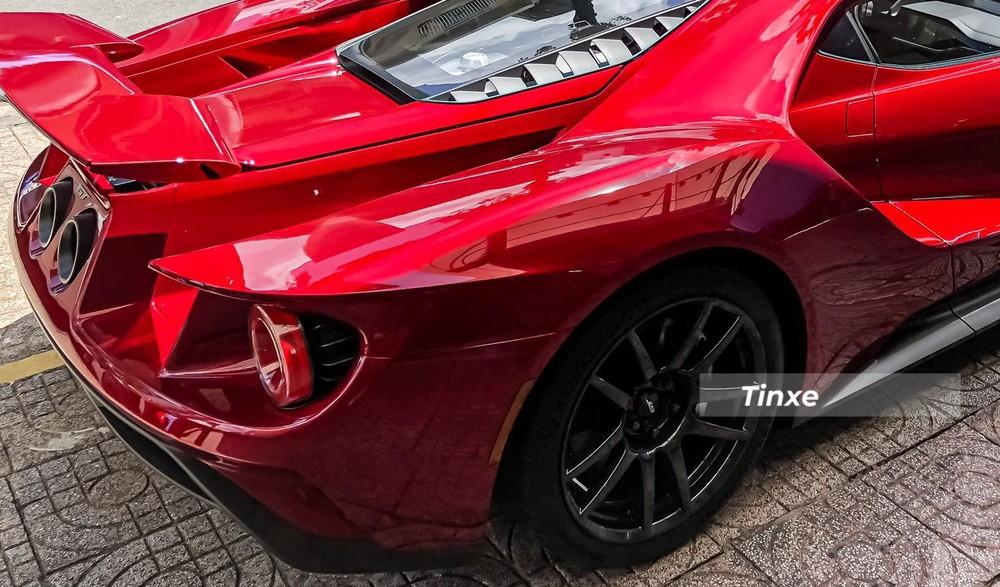 Siêu xe Ford GT đầu tiên về nước có bộ mâm carbon