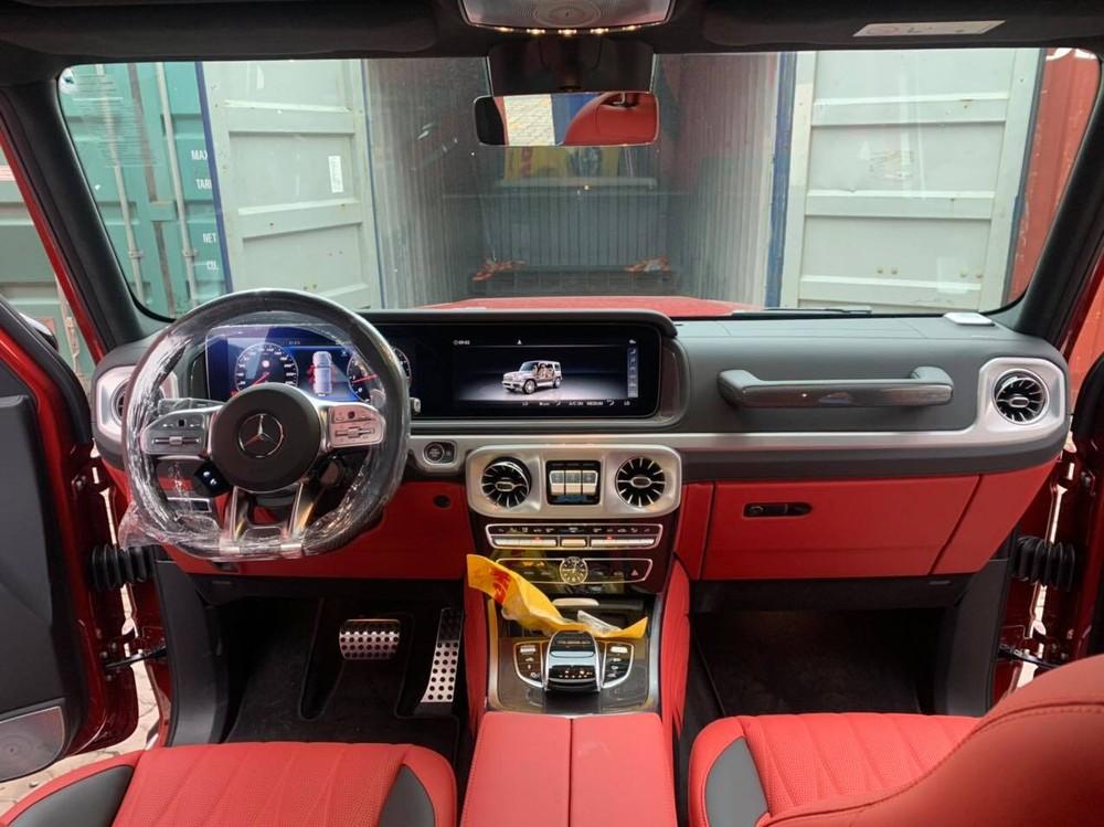 Khoang lái chiếc Mercedes-AMG G63 này có tông màu đỏ