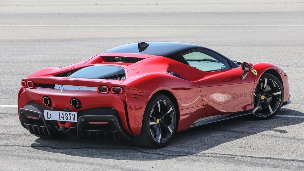 Siêu xe Ferrari SF90 Stradale có công suất 1.000 ps