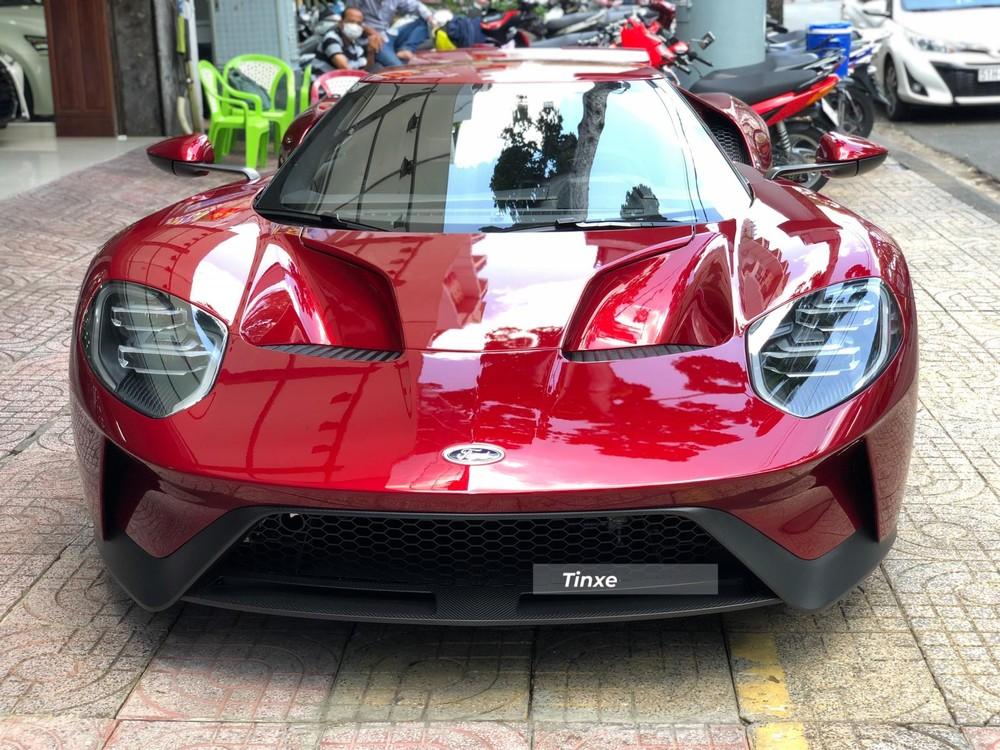 Siêu xe Ford GT đầu tiên về nước tắm nắng trên đường phố Sài thành